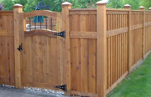 Backyard Fencing: How To Pick The Right Fence For Keeping Things In Or Out