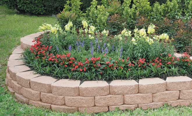 Landscape edging ideas that create curb appeal for Landscaping flower beds with stones