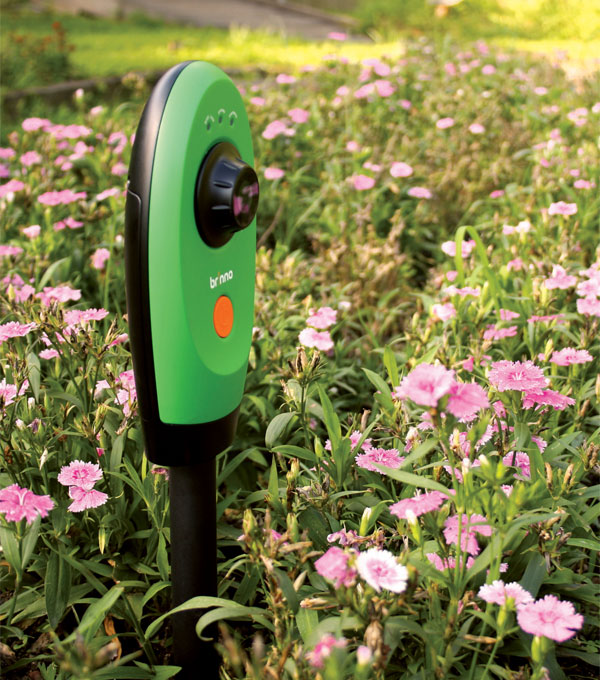 Geeks in the garden 9 cool gardening gadgets for Indoor gardening gadgets
